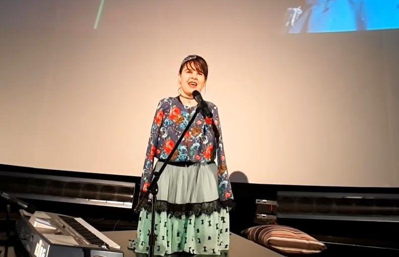 Lorelai Mosnegutu are seicii la picioare. A cantat in Qatar pentru copiii cu dizabilitati