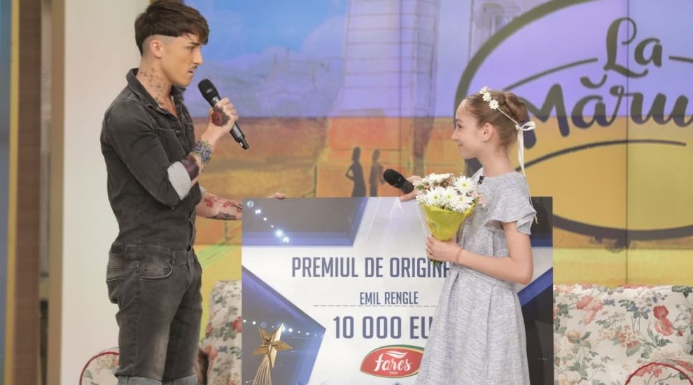 Castigatorul sezonului 8 Romanii au talent,Emil Rengle,i-a donat Biancai Badea premiul de originalitate de 10 000 euro