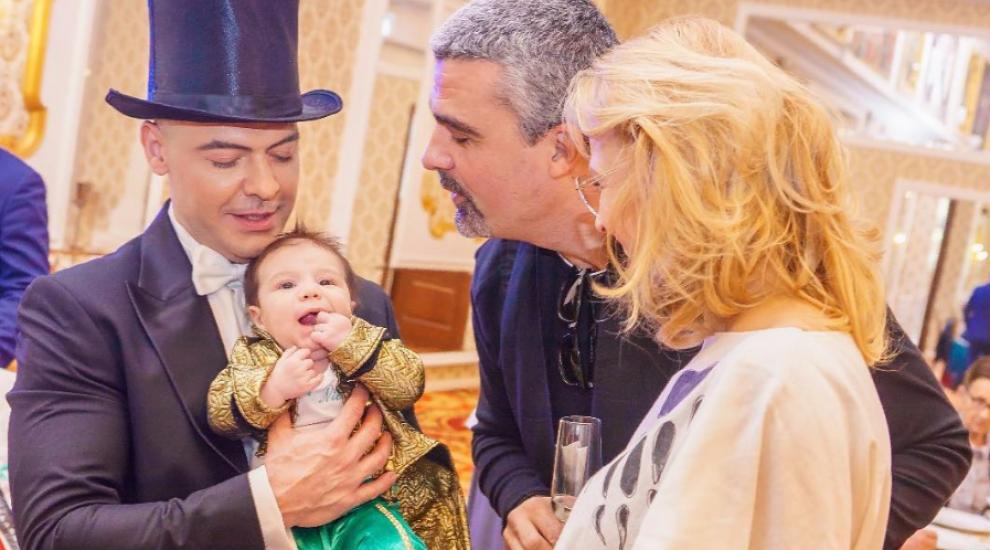 VIDEO Cornel Păsat și Bianca și-au botezat fiul. Ce ținute extravagante au avut la ceremonie