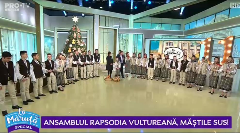 """VIDEO Ansamblul """"Rapsodia vultureană"""", măștile sus!"""