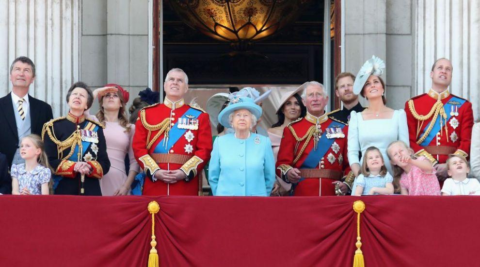 Regina l-a concediat pe Prințul Andrew, propriul ei fiu. Care este motivul
