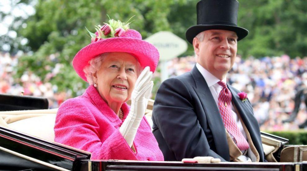 """Regina Elisabeta a II-a neagă că ar plănui să renunțe la tron. """"Nu există niciun plan pentru schimbare"""""""