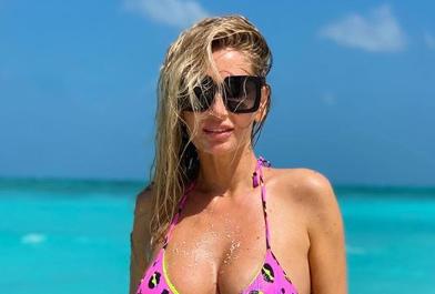 """Andreea Bănică, poze needitate în costum de baie. Cum arată vedeta """"fară filtru"""""""