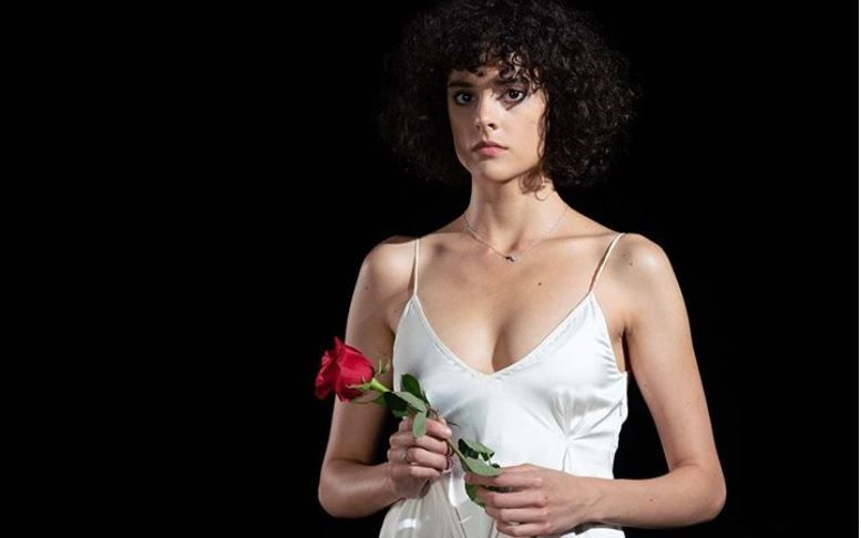 """Diana Sar a pozat în cea mai senzuală ipostază: """"Scufița cea Neagră sau Lupul cel Rău?"""""""