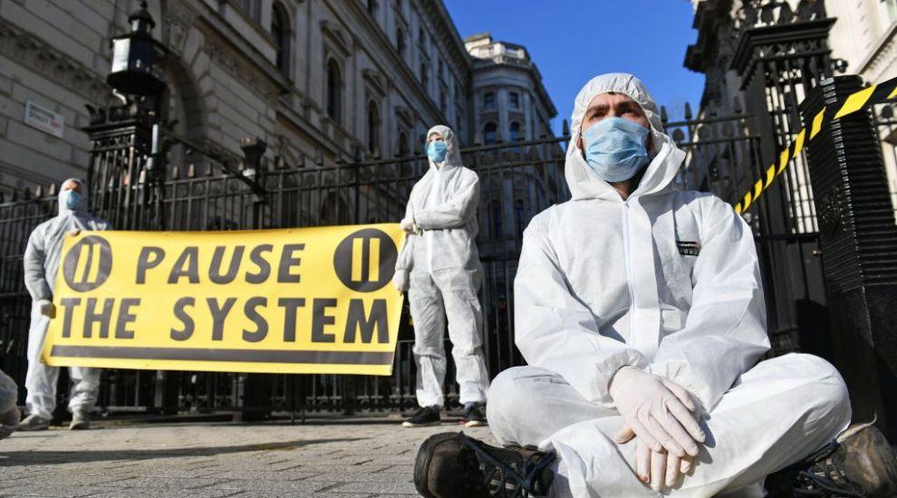 Marea Britanie ia măsuri anti coronavirus ca în vreme de război: se așteaptă ca 80 % din populație să se îmbolnăvească