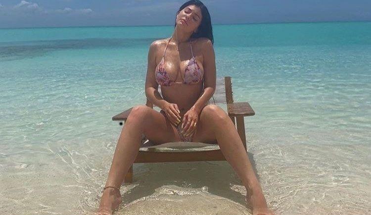 Kylie Jenner, într-un costum de baie transparent pe Instagram