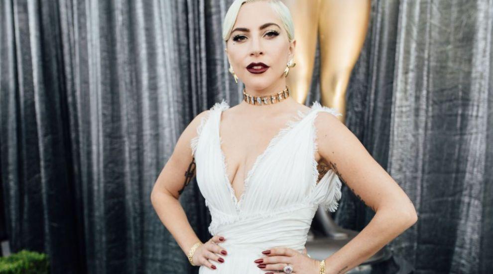 """Lady Gaga, surprinsă de paparazzi alături de iubit: """"Nu am ajuns așa sus în carieră pentru că sunt drăguță"""""""