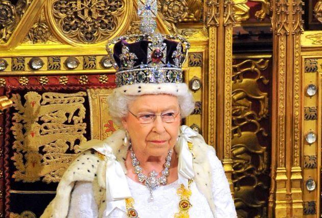 Prima aparție a Reginei Elisabeta după 3 luni de izolare. Cum a fost surprinsă în curtea Castelului Windsor