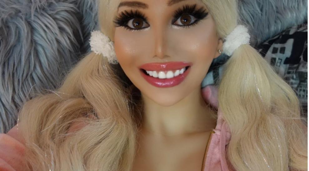 S-a transformat în păpușa Barbie după ce a cheltuit 135.000 de dolari. Cu ce problemă se confruntă această tânără