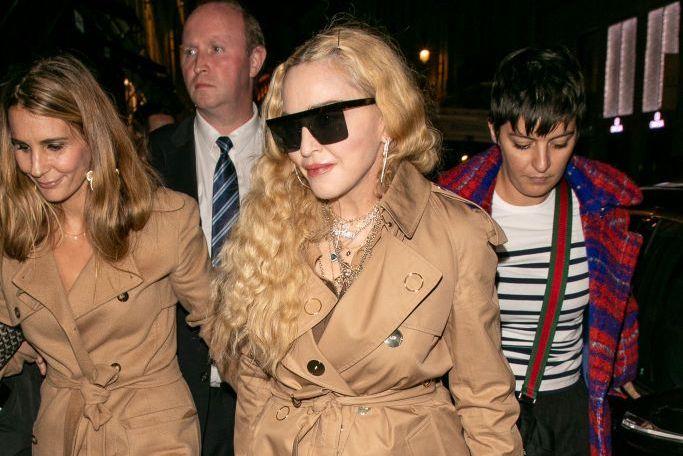 """Madonna a pozat nud la 61 de ani pentru fanii ei virtuali. """"Fiecare are o cârjă"""""""