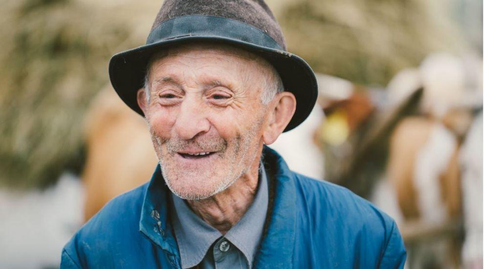 Nu e niciodată prea târziu: un student și-a luat licența la 96 de ani! Povestea e emoționantă