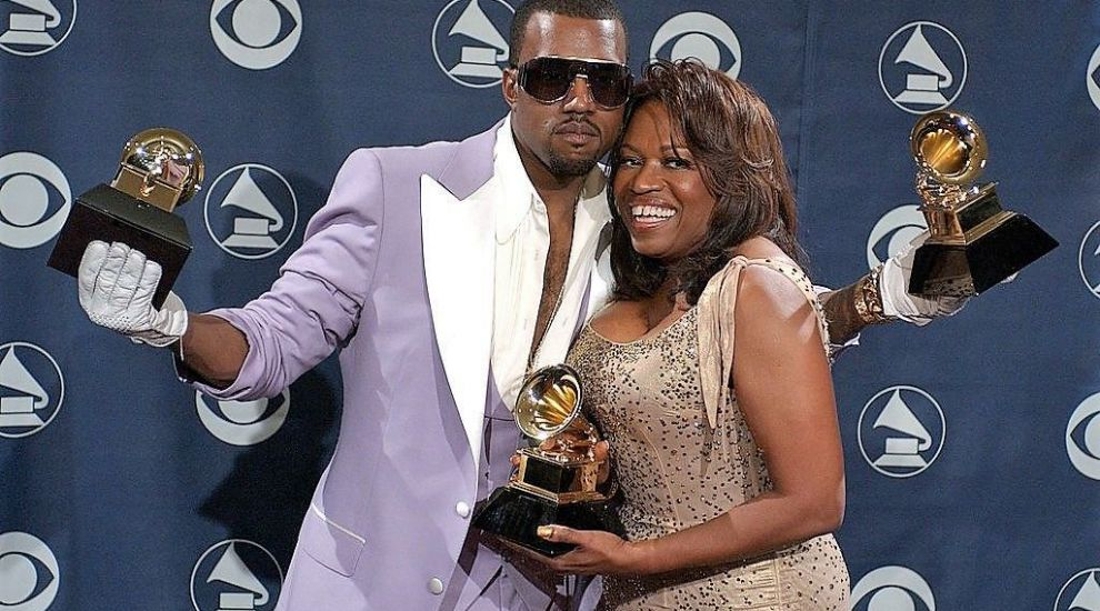 Kanye West, gest extrem pentru a se face auzit. A micționat pe statueta Grammy