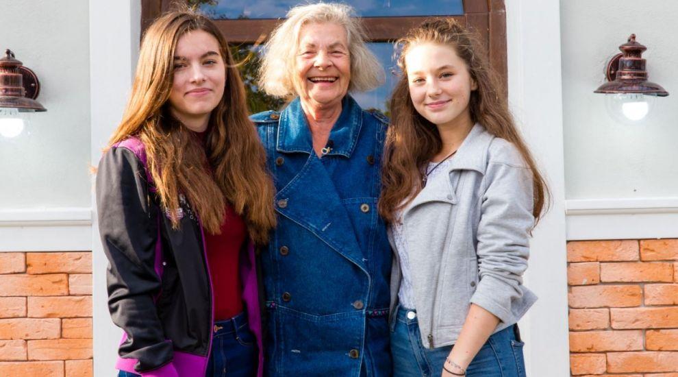 """VIDEO O casă cu aspect bughez pentru bunică și nepoatele ei. """"Ce splendoare"""""""