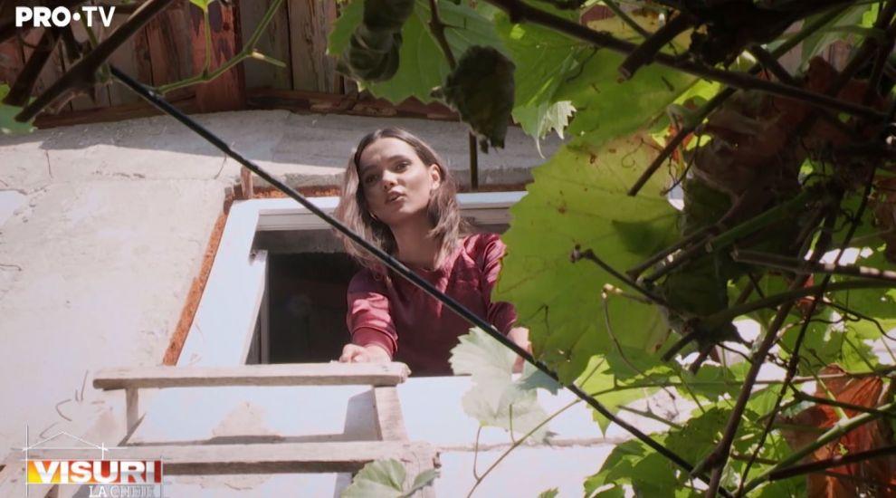 """VIDEO Cum ieși dintr-o casă când singura ușă e geamul: """"Să opriți camerele!"""""""