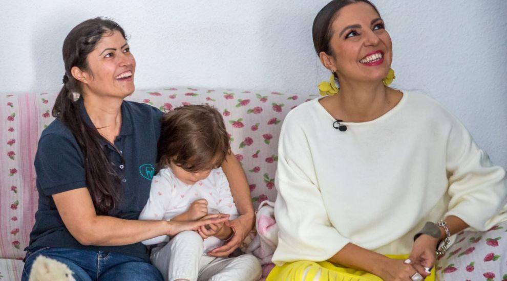 """VIDEO Femeia care și-a urmat visul de a deveni mamă, în ciuda riscurilor. """"Trăiesc fiecare clipă la maxim"""""""