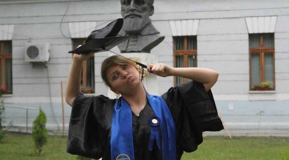 """Profu' strigă catalogul - Ani de liceu cu JO: """"Ajungeam destul de rar la școală, dar încercam să fiu cât mai atentă"""""""