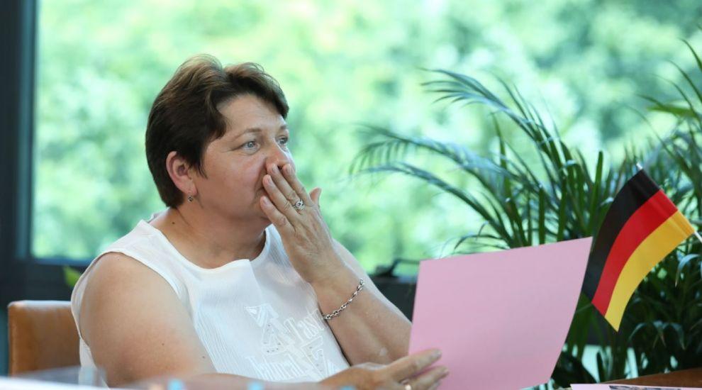 """VIDEO Recompensa șefului a luat-o prin surprindere pe doamna Ildiko. """"N-am crezut că ceea ce fac contează"""""""