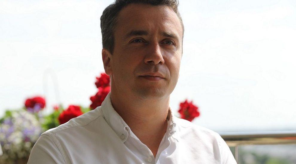 Următorul șef care intră sub acoperire este Mircea Săplăcan, directorul unui important lanț de florării