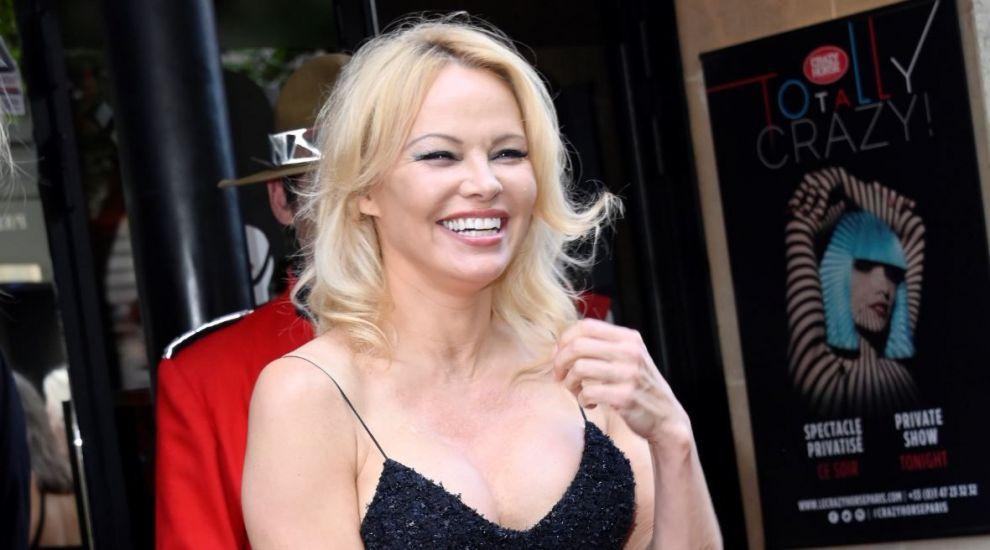 Pamela Anderson își vinde vila din Malibu cu 15 milioane de dolari și se mută în casa bunicii