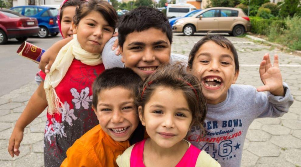 Potrivit sondajelor, 7 din 10 români nu au încredere în romi! Profu' ia atitudine