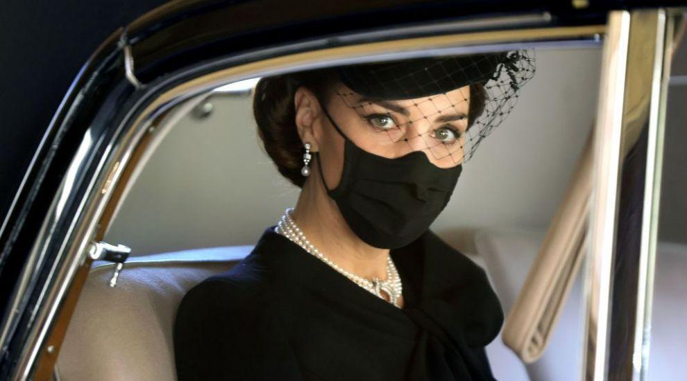 Kate Middleton, detaliul vestimentar de la înmormântarea Prințului Philip care i-a înduioșat pe fani