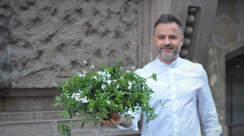 Nicu Bocancea celebrează Sărbătoarea Floriilor prin construcții florale urbane