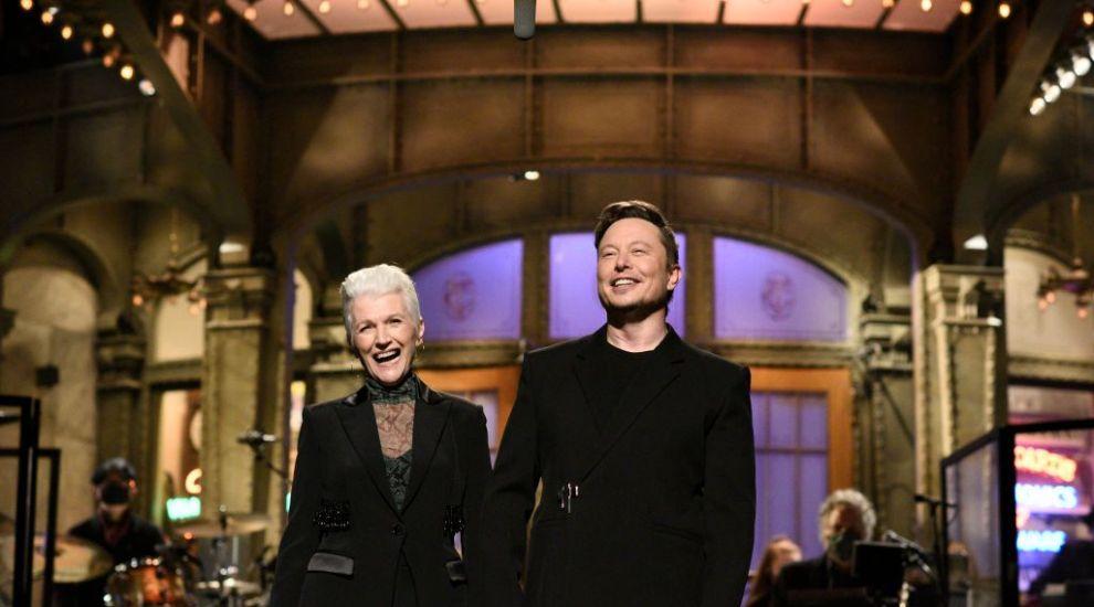 Incredibil cum arată mama miliardarului Elon Musk la 73 de ani, deși a avut o viață plină de greutăți