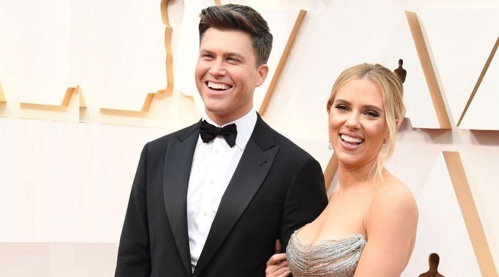 VIDEO Scarlett Johansson, farsă lipicioasă din partea soțului în timpul unui discurs televizat