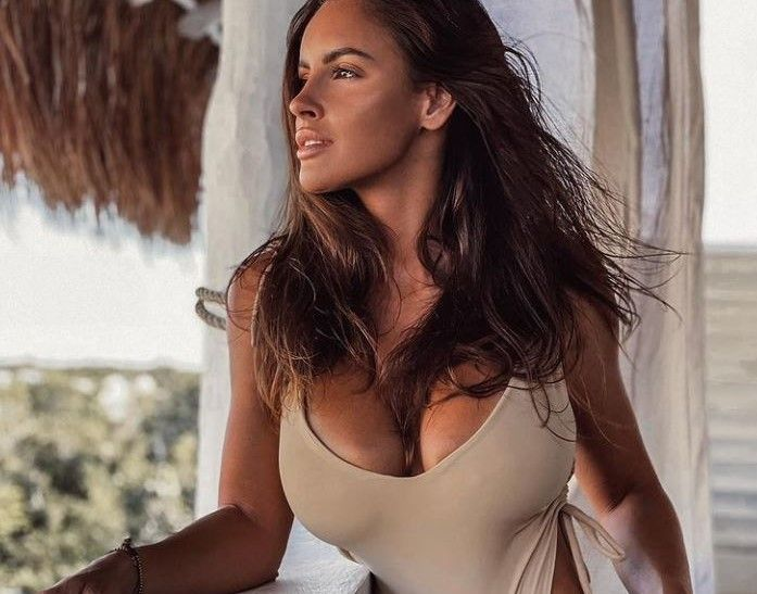"""Lucia Javorcekova, apariție nud într-un peisaj tropical. """"Ești o femeie incredibil de frumoasă"""""""