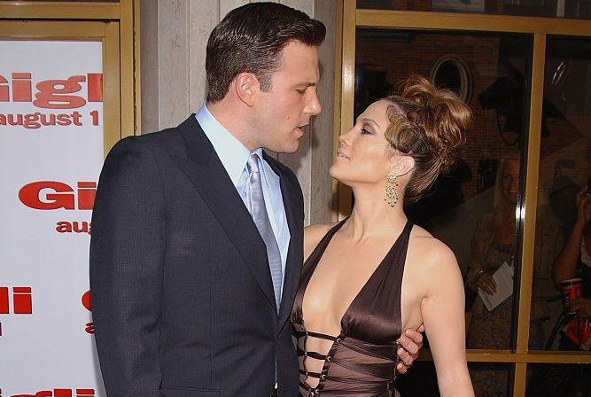 Jennifer Lopez și Ben Affleck, sărut pasional în public. Cei doi îndrăgostiți au fost filmați la un restaurant