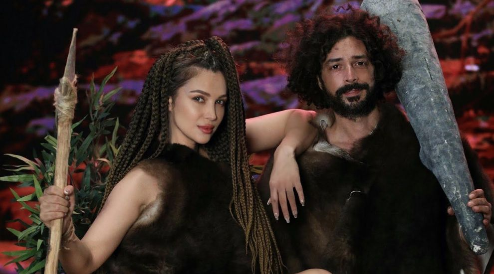 """Cea mai fresh colaborare a verii. Lora și Marius Moga au lansat piesa """"Vrei să te mint?"""""""