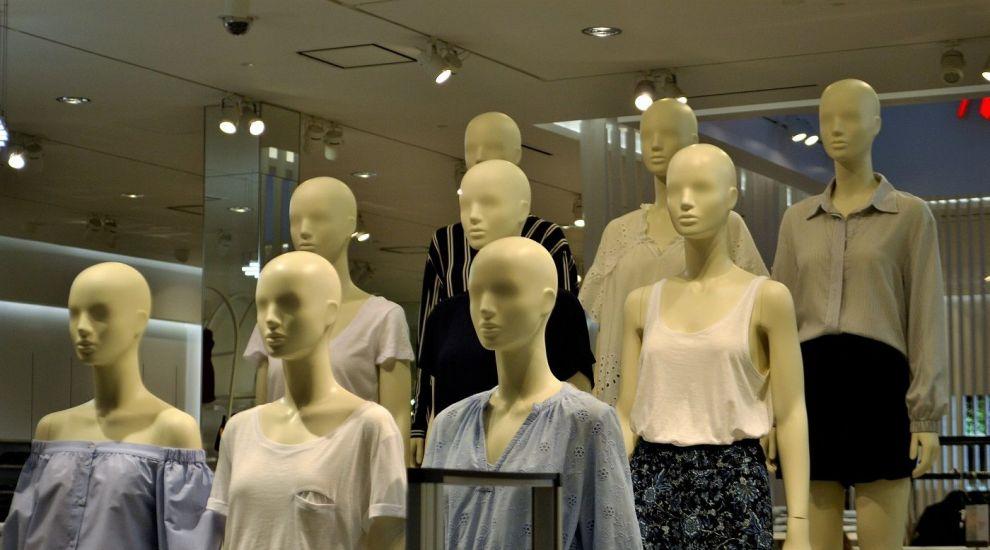 (P) 5 modele de bluze pe care le poți purta în ținute de zi și de seară