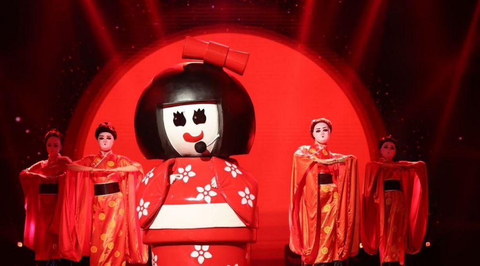 Gheișa a venit tocmai din Japonia să facă spectacol la Masked Singer. Ce avut avut de zis detectivii