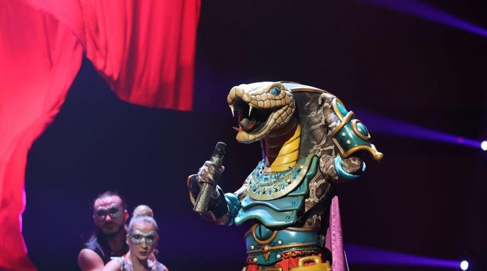 """Periculos, dar spectaculos! Șarpele a făcut o alegere neașteptată, interpretând """"Cancion del Mariachi"""""""