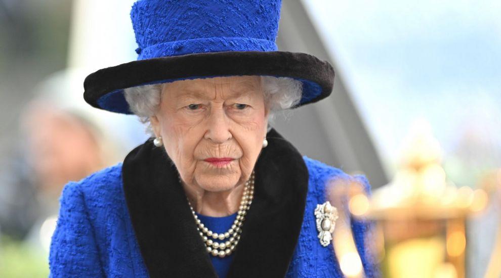 La 95 de ani, Regina este obligată să se lase de băutură