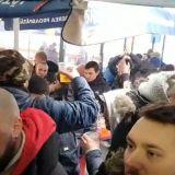 Suporterii lui Inter Milano s-au oprit in Piata Obor sa manance mici! In apropiere era o amenintare cu bomba. Ce au facut fanii