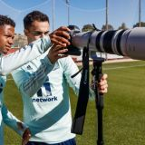 E MAGICIAN si cu aparatul foto! Ansu Fati a facut show pe gazon la sedinta foto a nationalei Spaniei! Cine l-a ajutat