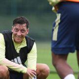 Un nou GEST IMPRESIONANT al lui Mesut Ozil! Ce face starul lui Arsenal pentru copiii de la 11 scoli din Londra