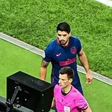 Faza ireala cu Suarez in Champions League! Ce a putut sa-i faca arbitrului in timp ce se uita la VAR: nu s-a mai intamplat niciodata in Liga