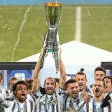 """Radu Dragusin, primul TROFEU castigat cu Juventus, la doar 18 ani! """"Primul din multele care urmeaza!"""" Fundasul s-a pozat cu Ronaldo si Chiellini dupa meci   FOTO"""