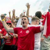 Imagini incredibile din Danemarca! Suporterii nu au voie pe Wembley asa ca le-au pregatit o surpriza uriasa fotbalistilor lui Hjulmand la plecarea din tara